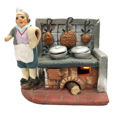 Uomo in cucina con luce fuoco 4 cm