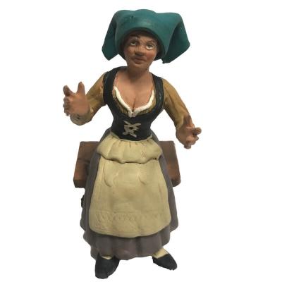 Donna seduta in terracotta 12 cm