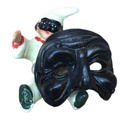 Pulcinella con maschera in terracotta con magnete