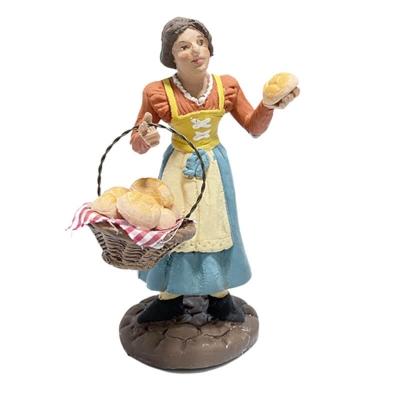 Donna con cesto di pane in terracotta 12 cm