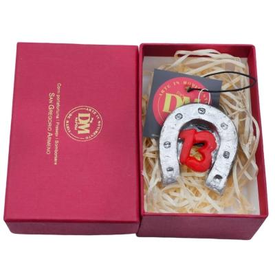 Ferro di cavallo con 13 portafortuna 6 cm in scatola regalo