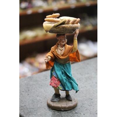 Venditrice di pane in terracotta con vestiti di stoffa 12 cm