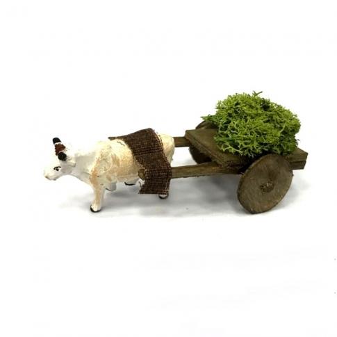 Mucca con carretto che trasporta erba 4 cm