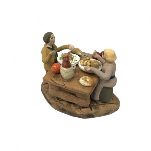 2 Pastori a tavola che mangiano 4 cm