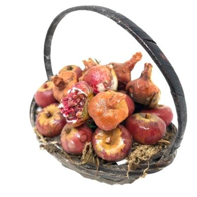 Cestino con mele e melograno banchetti presepe in cera