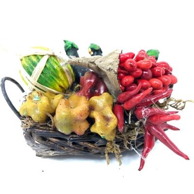 Cesto con verdure e frutta in cera