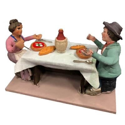 2 pastori a tavola che mangiano pizza 10 cm