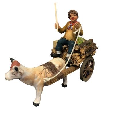 Statuina con mucca al carretto che trasporta legno e paglia 10 cm