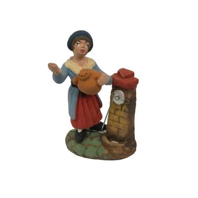 Donna alla fontana in terracotta 4 cm