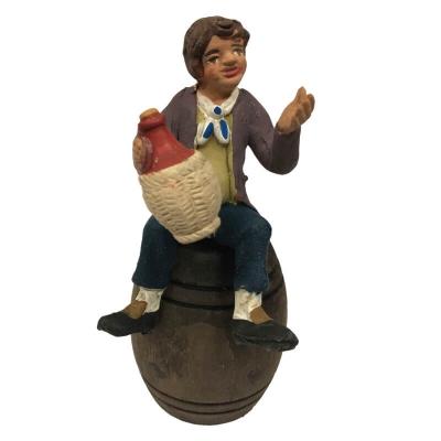 Pastore in terracotta con fiasco di vino seduto su botte 10 cm