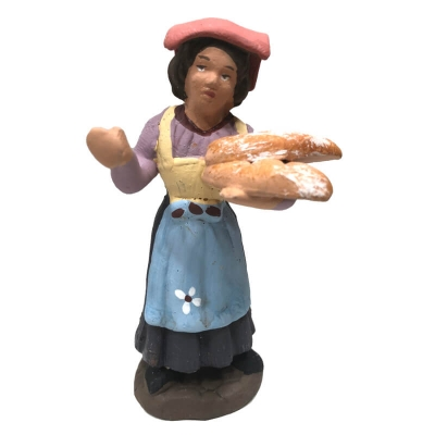 Donna con cesto di pane in terracotta 7 cm