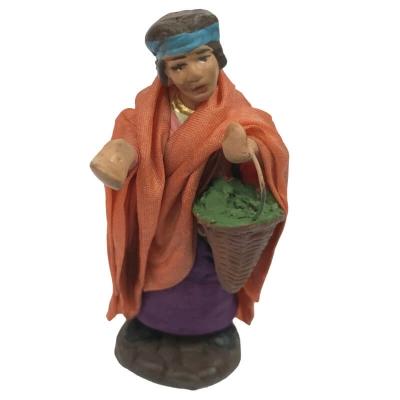 Donna con cesto di verdure vestita in stoffa 7 cm