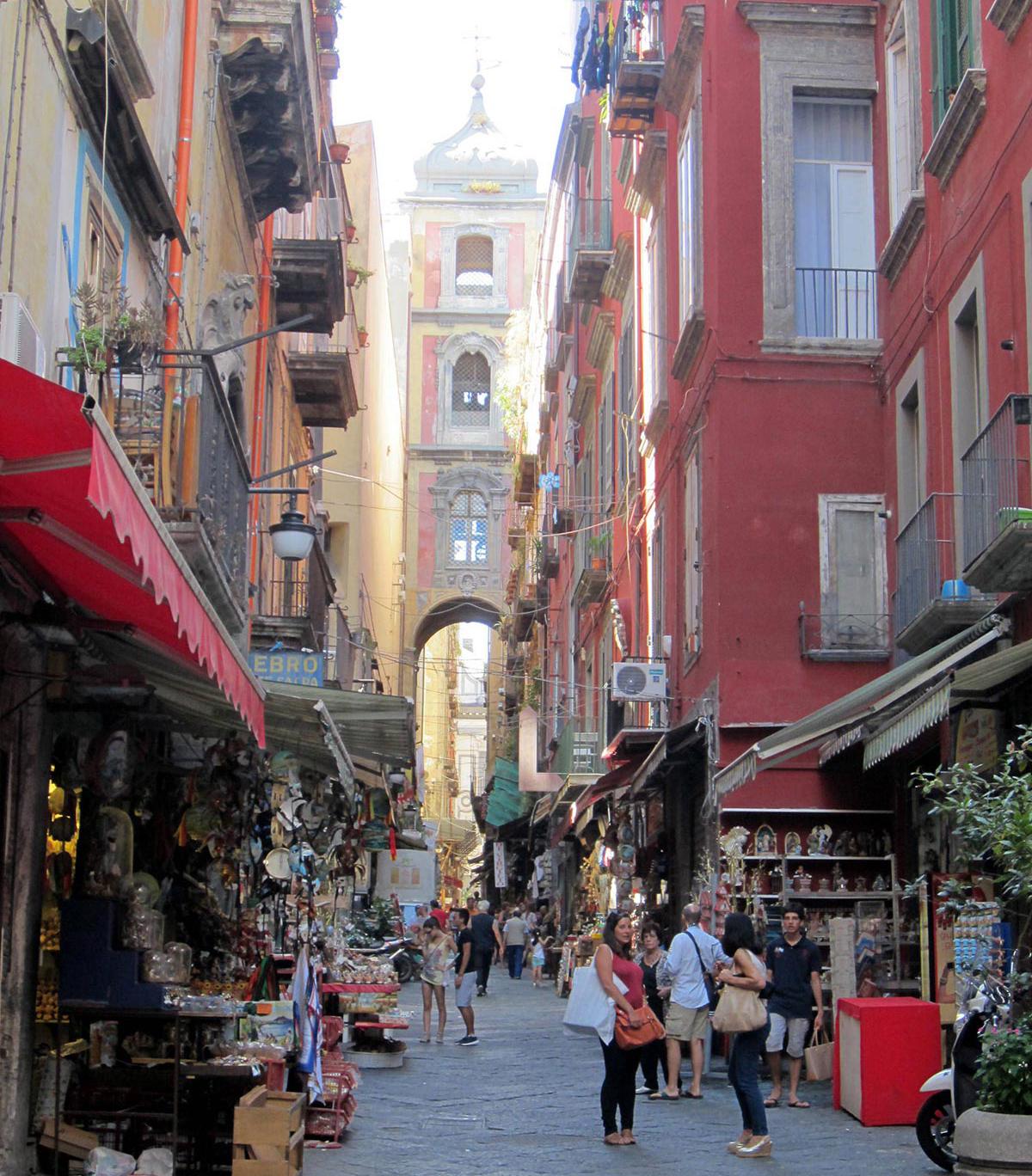 Via San Gregorio Armeno a Napoli